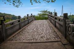 Wuxi Taihu Yuantouzhu stenbro och däck Arkivbilder