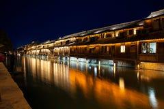 Wuzhen-Fluss nachts Stockbilder