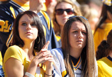 WVU Fußballfane - Frauen lizenzfreie stockfotos