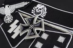 WW2 γερμανικά στρατιωτικά διακριτικά waffen-SS με το διαγώνιο βραβείο σιδήρου Στοκ εικόνα με δικαίωμα ελεύθερης χρήσης