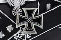 WW2 γερμανικά στρατιωτικά διακριτικά waffen-SS με το διαγώνιο βραβείο σιδήρου Στοκ Φωτογραφίες