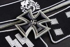 WW2 γερμανικά στρατιωτικά διακριτικά waffen-SS με το διαγώνιο βραβείο σιδήρου Στοκ φωτογραφία με δικαίωμα ελεύθερης χρήσης