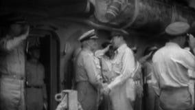 WW2 - Генерал Дуглас MacArthur приезжает для сдачи японца акции видеоматериалы