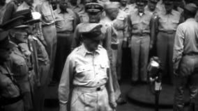 WW2 - Geral americano chega para a rendição do japonês vídeos de arquivo