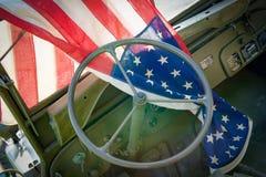 Ww2 pojazd wojskowy z flaga amerykańską Obraz Royalty Free