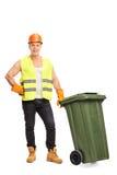 Wwaste-Kollektor, der mit einem Abfalleimer aufwirft Stockbild