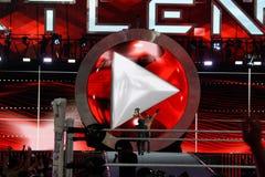WWE-världsstjärnan Seth Rollins firar mästerskapseger vid ho Royaltyfria Foton