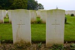 WWI-gravar av två okända förenade soldater, Ypres royaltyfria foton