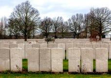 WWI-Grundsteine von Gräbern in Lijssenhoek-Kirchhof, Flandern-Felder Lizenzfreie Stockfotografie