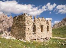 WWI ruiny schronienie w Włoskich Alps Obraz Stock
