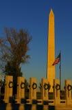 从WWII纪念品的华盛顿纪念碑在日落 库存照片