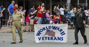 WWII contrôle mars dans le défilé de Memorial Day Image libre de droits