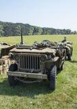 WWII Jeep Front no campo de grama fotografia de stock