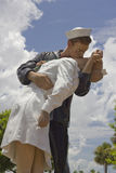 WWII Kuss in Bradenton, Florida Lizenzfreie Stockfotografie