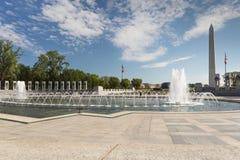 WWII pomnik z Waszyngtońskim zabytkiem Zdjęcia Stock