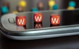 WWW-Blöcke auf Smartphone Stockfoto