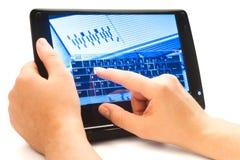 WWW de dactilografia na tela de toque Fotos de Stock