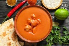 Wyśmienicie masło kurczak słuzyć na stole, mieszkanie nieatutowy Tradycyjny hindus Murgh Makhani zdjęcie royalty free