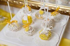 Wyśmienicie słodki bufet z babeczkami Słodki wakacyjny bufet fotografia stock