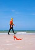 wyładunki człowiek mody na plaży Zdjęcie Royalty Free
