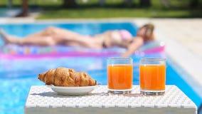 Wyśmienicie śniadanie basenem zdjęcie wideo