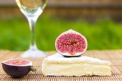 Wyśmienicie świezi figi, wino i brie, Zdjęcie Royalty Free