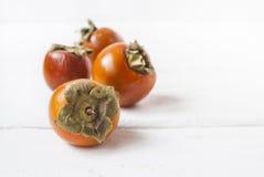 Wyśmienicie świezi myjący persimmons obraz stock