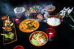 Wyśmienicie Azjatycki jedzenie - kolekcja różni azjatów naczynia na czerni powierzchni obrazy stock