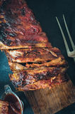 Wyśmienicie barbecued ziobro przyprawiali z korzennym fastrygowanie kumberlandem zdjęcie stock