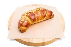 Wyśmienicie croissant z kraciastymi migdałami Zdjęcia Stock