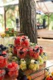Wyśmienicie cukierki na cukierku bufecie Udział kolorowi desery i owoc obraz stock