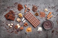 Wyśmienicie czekolada na nieociosanym tle zdjęcie royalty free