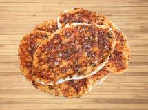 Wyśmienicie domowy lahmacunu, ładny turka naczynie zdjęcia stock