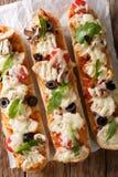 Wyśmienicie gorąca kanapki potrawki pizza z kurczakiem, ser, Tom obraz royalty free