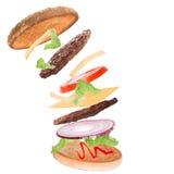 Wyśmienicie hamburger z latającymi składnikami obrazy stock