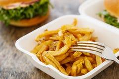 Wyśmienicie hamburgery na stole zdjęcia royalty free