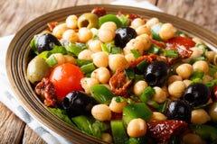 Wyśmienicie i żywienioniowy sałatkowy balela z chickpeas, pomidory, oni Obrazy Royalty Free