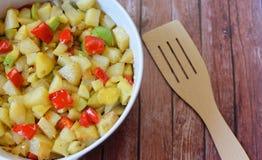 Wyśmienicie jedzenie, smażyć grule z warzywami Zdjęcia Stock