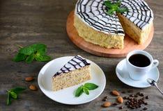 Wyśmienicie kawałek Esterhazy tort Ranek filiżanka kawy z smakowitym deserem Karmowy tło z odbitkową przestrzenią Obrazy Royalty Free