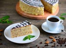 Wyśmienicie kawałek esterhazy tortowy torte Ranek filiżanka kawa espresso z smakowitym deserem Karmowy tło z odbitkową przestrzen Obraz Stock