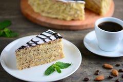 Wyśmienicie kawałek esterhazy tortowy torte Ranek filiżanka kawy z deserem Fotografia Royalty Free