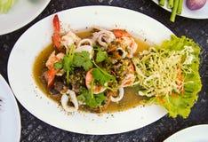 Wyśmienicie korzennego owoce morza sałatkowy tajlandzki jedzenie fotografia royalty free
