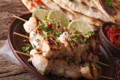 Wyśmienicie kurczaka tikka kebabs na skewers zakończeniu horyzontalny Fotografia Stock