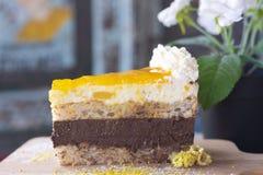 Wyśmienicie mango tort na drewnie fotografia royalty free