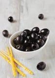 Wyśmienicie marynowane czarne oliwki Obrazy Stock