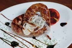 Wyśmienicie mięsa w białym talerzu Obraz Stock