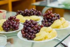 Wyśmienicie owoc, winogrona, smok owoc, melon na białym bo Obraz Stock