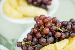 Wyśmienicie owoc, winogrona, smok owoc, melon na białym bo Fotografia Stock