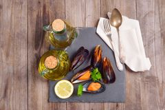 Wyśmienicie owocych morzy mussels z pietruszką i cytryną zdjęcie stock