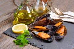 Wyśmienicie owocych morzy mussels z pietruszką i cytryną fotografia stock